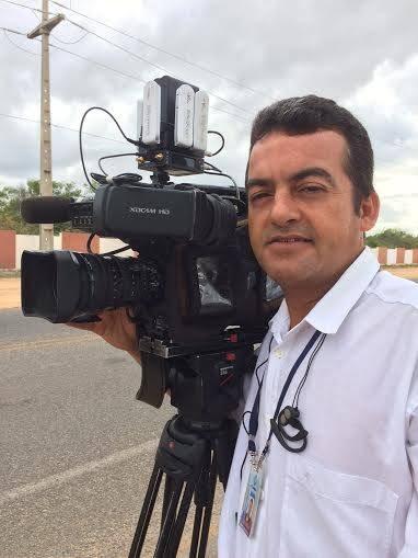 Cézar William trabalha há 23 anos na TV Grande Rio (Foto: Arquivo Pessoal)