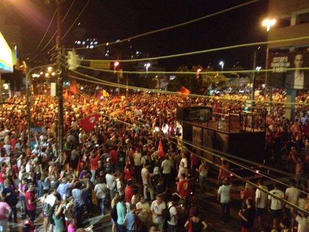 Manifestantes se concentram no Largo Zumbi dos Palmares, em Porto Alegre (Foto: Hygino Vasconcelos/G1)