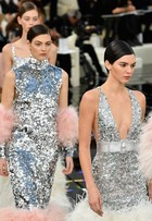 Kendall Jenner, Lily-Rose Depp e Bella Hadid brilham em desfile em Paris