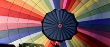 Balonismo é sucesso na cidade do paraquedismo (Toby Melville/Reuters)