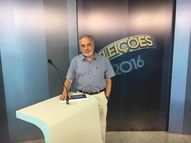 Jornalista Tonico Ferreira apresenta debate na TV Mirante, no Maranhão (Foto: Divulgação/TV Mirante)