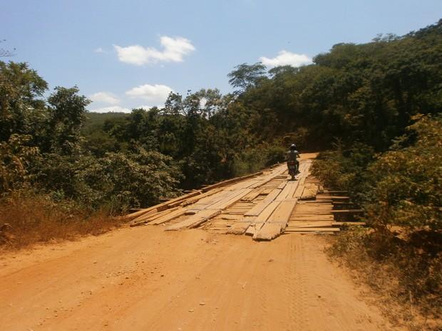 Primeira ponte de madeira da BR-367, entre Chapada do Norte e Berilo (Foto: Marina Pereira/G1)