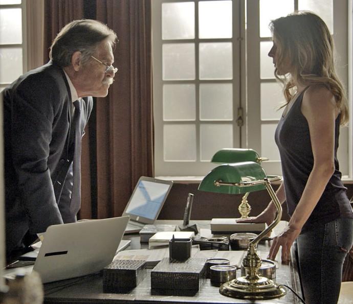 Gibson e Kiki têm embate, e Pai da facção faz de tudo para afastar a filha (Foto: TV Globo)