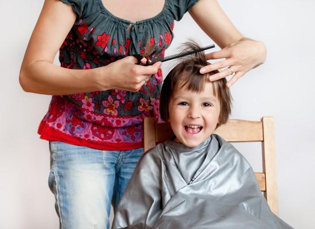 Você corta os cabelos do seu filho em casa? (Foto: Thinkstock)