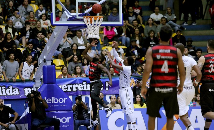 Mogi das Cruzes x Vitória quartas de final NBB (Foto: João Neto/LNB)