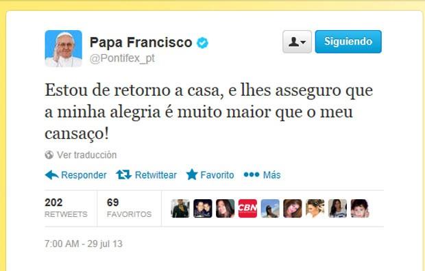 Reprodução do tuíte do Papa Francisco, nesta segunda-feira (29), avisando sobre sua chegada a Roma (Foto: Reprodução)