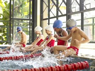 Crianças brincando natação euatleta (Foto: Getty Images)