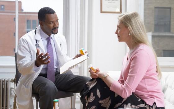 Reposição hormonal na menopausa: o médico deve pesar os benefícios e os riscos para o caso de cada paciente (Foto: Thinkstock/Getty Images)
