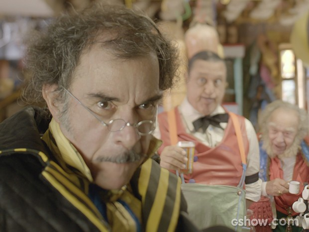 Prefeito fica revoltado ao descobrir fuga (Foto: Meu Pedacinho de Chão/TV Globo)