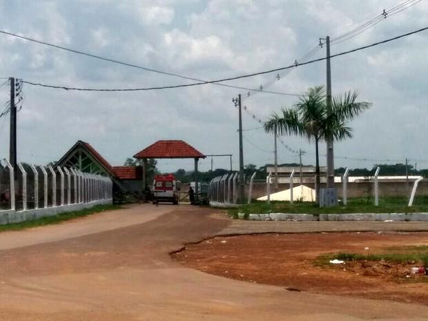 Viatura do Samu foi acionada após princípio de motim em presídio de Rio Branco (Foto: Iryá Rodrigues/G1)