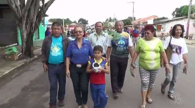 População de Iranduba participa da caminhada ecológica do Show das Águas (Foto: Bom Dia Amazônia)