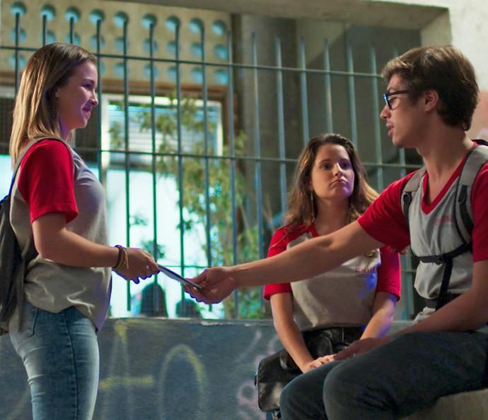 Jéssica se oferece para ajudar com o enxoval  (Foto: TV Globo)
