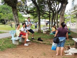 Candidatos comentam primeiro dia de provas (Foto: Janara Nicoletti/G1 SC)