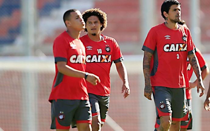 atlético-pr treino buenos aires lucho (Foto: Albari Rosa/Gazeta do Povo)