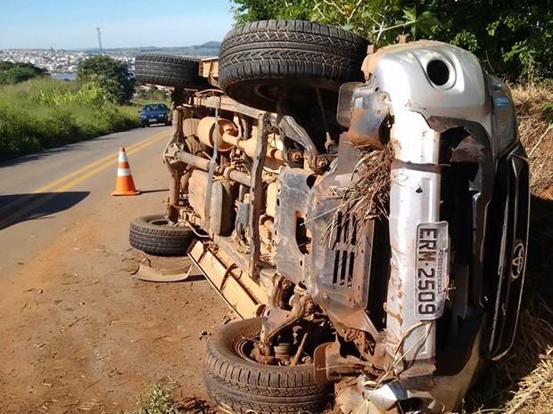 Motorista de caminhonete teria perdido controle e causado acidente em Boa Esperança (Foto: Silvano Damazo)