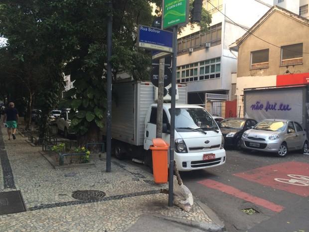 Caminhão onde jovem autista foi estuprada na Zona Sul do Rio, segundo investigações (Foto: Henrique Coelho/G1)