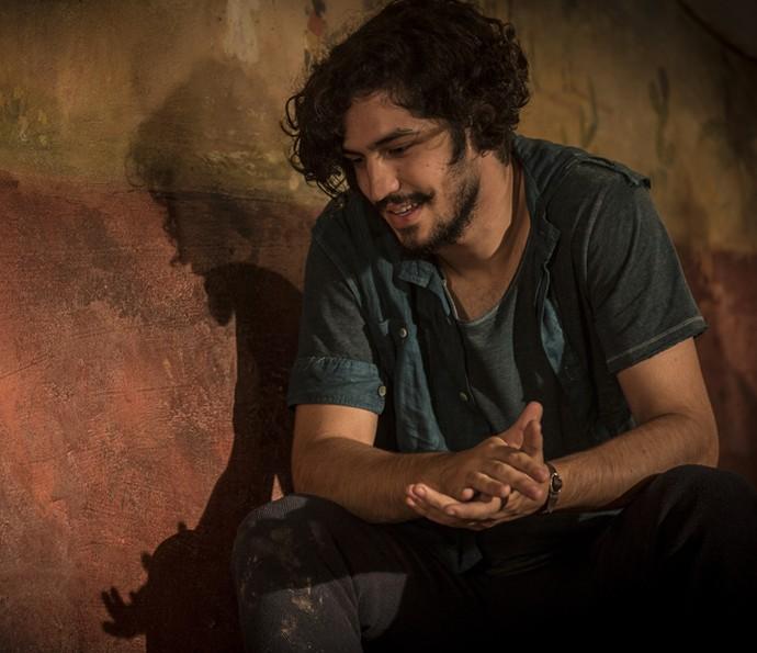 Miguel chega para confortar Olívia (Foto: Inácio Moraes/ Gshow)