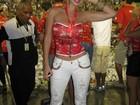 Namorada de Latino chega a 57 cm de cintura e comemora: 'Acho elegante'