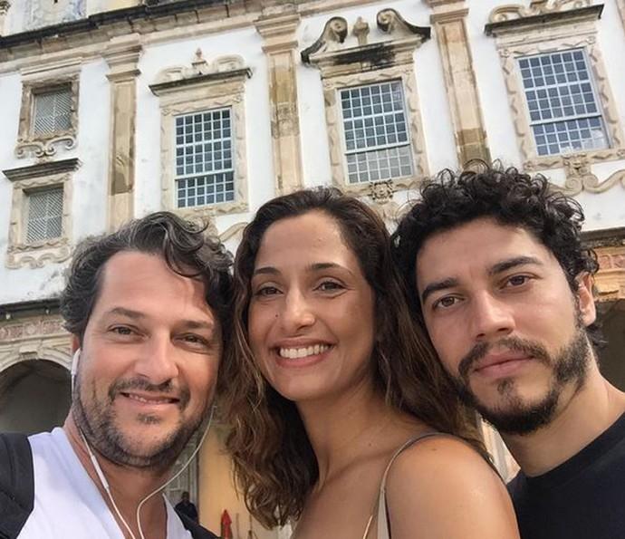 Lee Taylor posa ao lado de seus colegas de 'Velho Chico': Camila Pitanga (Maria Tereza) e Marcelo Serrado (Carlos Eduardo) (Foto: Arquivo Pessoal)