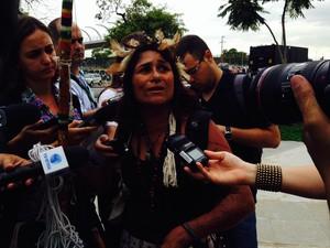 Mônica Lima, da etinia Aruaque, da Amazônia, deixou o local por volta das 8h40 (Foto: Janaína Ferreira/G1)