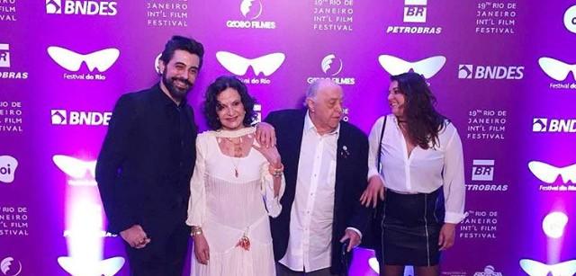 O diretor Jorge Farjalla com Rosa, Mauro e a atriz Kellys Kelfis (Foto: Reprodução/ Instagram,)
