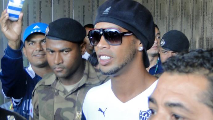 Desembarque Ronaldinho Gaúcho  Atlético-MG (Foto: Gabriel Duarte)
