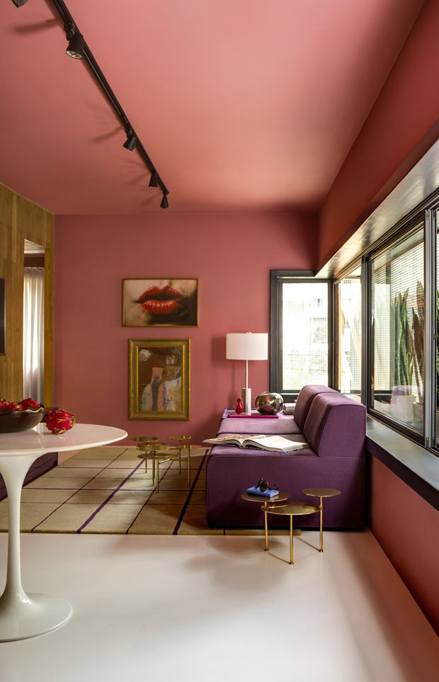 Décor do dia: sala de estar rosa com ar retrô (Foto: divulgação)