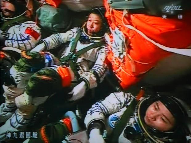 Austronautas chineses - Shenzhou IX (Foto: Jiuquan Space Centre/AFP Photo)