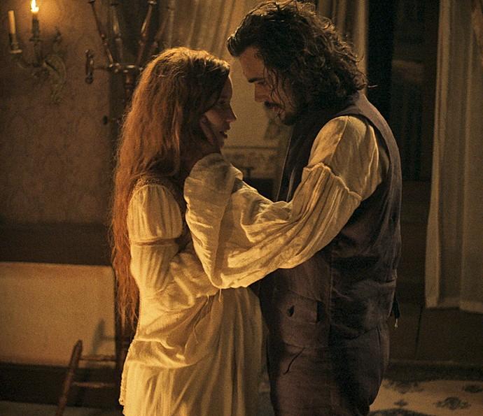 Xavier e Branca têm primeira noite de amor (Foto: TV Globo)