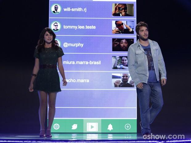 Manu e Davi apresentam aplicativo para Jonas e ele gosta do projeto (Foto: Fábio Rocha/TV Globo)