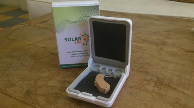 Aparelho auditivo fabricado pela Solar Ear no Brasil (Foto: Bruna Martins Fontes)