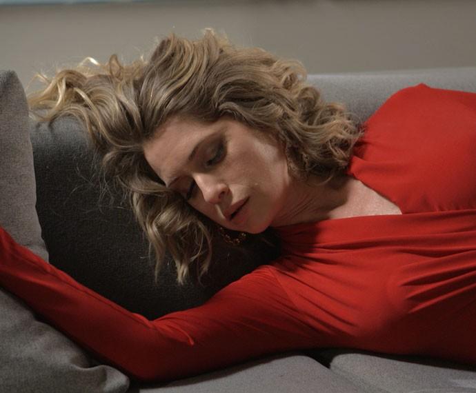Soraya fica sabendo que Maria foi sequestrada e desmaia (Foto: TV Globo)