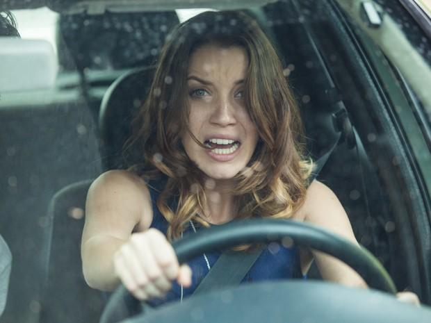 Laura corre risco pressionada por Marcos (Foto: Fabiano Battaglin/ Gshow)