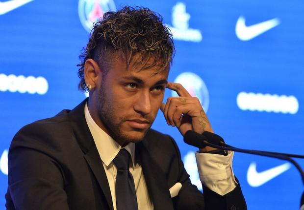 Neymar anuncia transferência ao Paris Saint-Germain (Foto: Aurelien Meunier/Getty Images)
