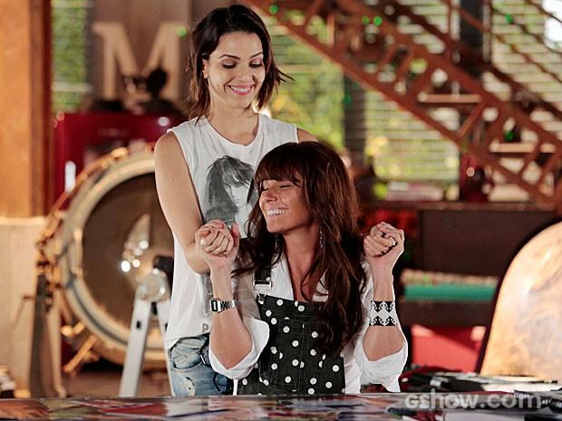 Marina e Clara estão cada vez mais entrosadas (Foto: Felipe Monteiro/TV Globo)