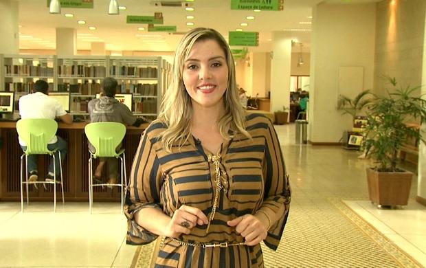Mariana Tavares mostra as atrações direto da Biblioteca Pública de Rio Branco (Foto: Bom Dia Amazônia)