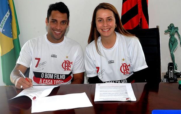 Ibson flamengo assinatura contrato (Foto: Alexandre Vidal / Fla Imagem)