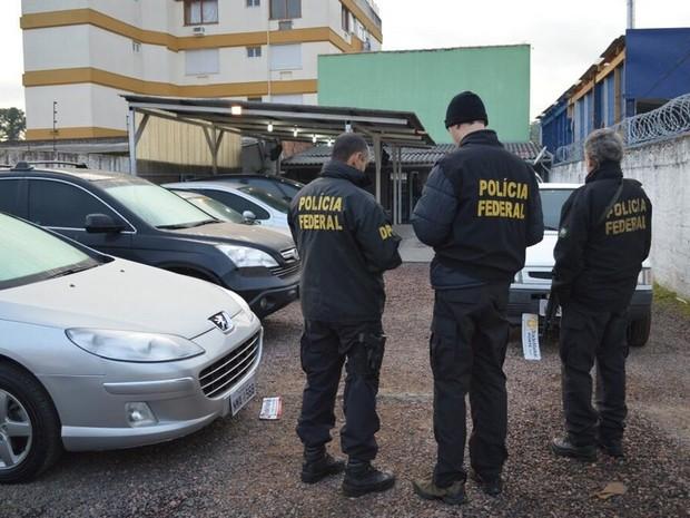 Polícia Federal apreendeu veículos de luxo utilizados pela quadrilha (Foto: Divulgação/Polícia Federal)