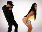 Solange Gomes vira musa de clipe e ganha 'confere' durante gravação