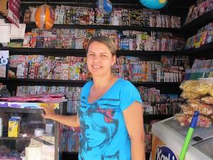 Dona de banca de jornais mora há 16 anos na cidade (Foto: Mariane Rossi/G1)