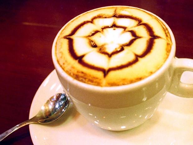 Os cafés e capuccinos ajudam a enfrentar o frio da serra (Foto: Reprodução/Facebook)