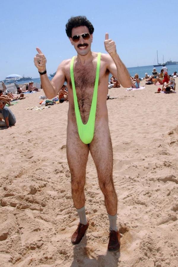 O personagem Borat do ator Sacha Baron Cohen com sua clássica sunga verde (Foto: Reprodução)