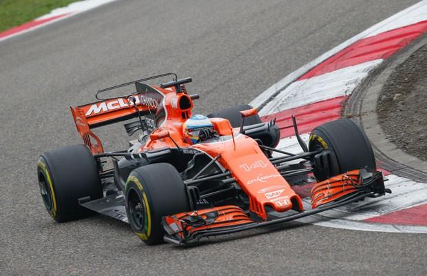 Fernando Alonso da McLaren no GP da China (Foto: FREDERIC LE FLOC H / DPPI MEDIA / DPPI)