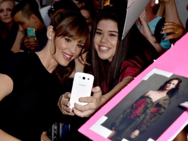 Jennifer Garner com fãs em première em Los Angeles, nos Estados Unidos (Foto: Kevin Winter/ Getty Images/ AFP)