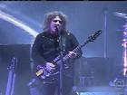 Com mais de 3h de show, The Cure retorna ao palco e público vibra no RJ