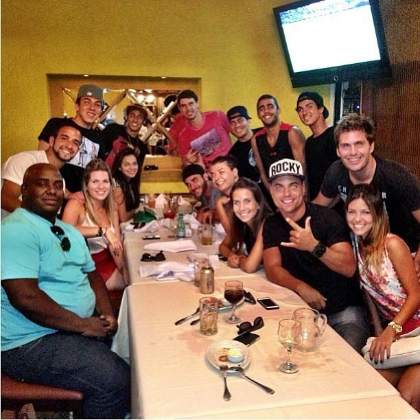 Neymar jantou com amigos em churrascaria do Rio (Foto: Reprodução)