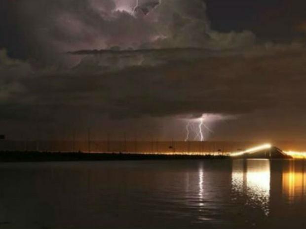 Internauta registra raio no céu da capital do Tocantins (Foto: Jackson Gomes/Arquivo pessoal)
