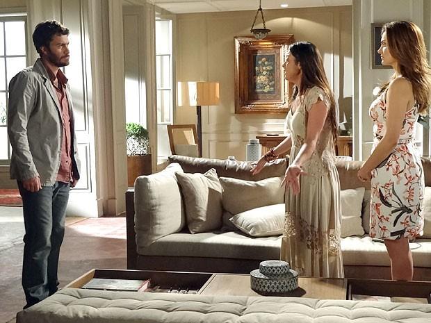 Jacira defende Elisa e mente para Rodrigo (Foto: Amor Eterno Amor/TV Globo)
