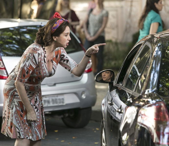 Francesca fica furiosa quando Rodrigo diz que ela pode ter sido abandonada por Guido (Foto: Raphael Dias/Gshow)