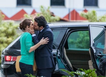 Mãe de Angel, Carolina é flagrada aos beijos com Alex